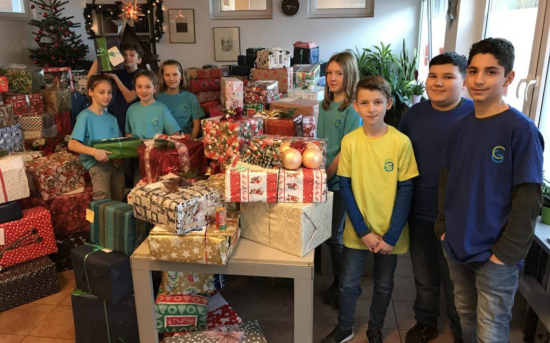 Die Gesamtschule packt Päckchen für die Weihnachtsaktion der Gelderner Tafel